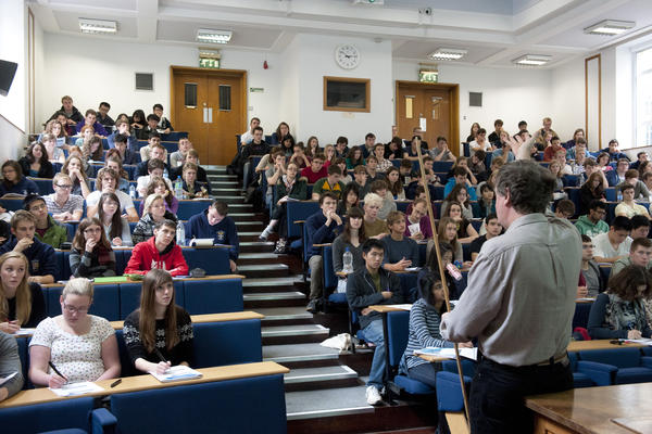First-year undergraduate chemists in a 'Maths and Physics for Chemists' lecture given by Dr Nicholas Green.